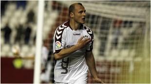Zozulia celebra uno de los goles que marcó con el Albacete esta...