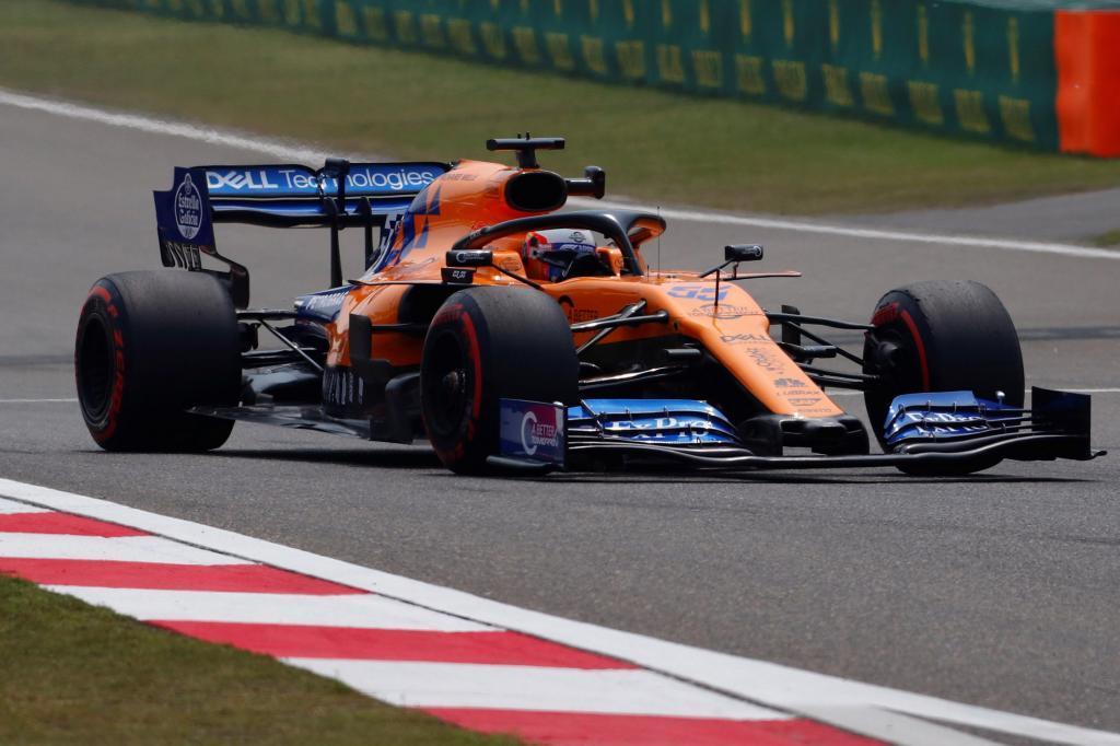 EPA3280. SHANGHAI (CHINA), 12/04/2019.- El piloto español de Fórmula Uno, Carlos <HIT>Sainz</HIT>, de McLaren, participa durante la primera sesión de práctica del Gran Premio de Fórmula Uno de China este viernes en el circuito internacional de Shanghai, en China. El Gran Premio de Fórmula Uno de China en 2019 tendrá lugar el 14 de abril. EF/WU HONG