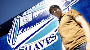 Sergio Fernández, director deportivo del Alavés, trabaja en el...