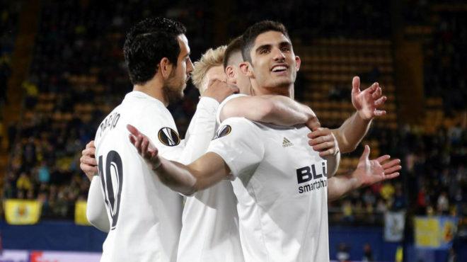 Guedes celebra el primer gol logrado con el Valencia en Villarreal.