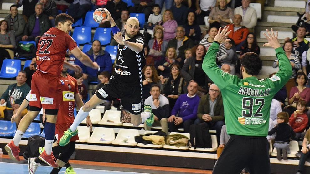 Cristian Postigo lanza anet el Huesca /