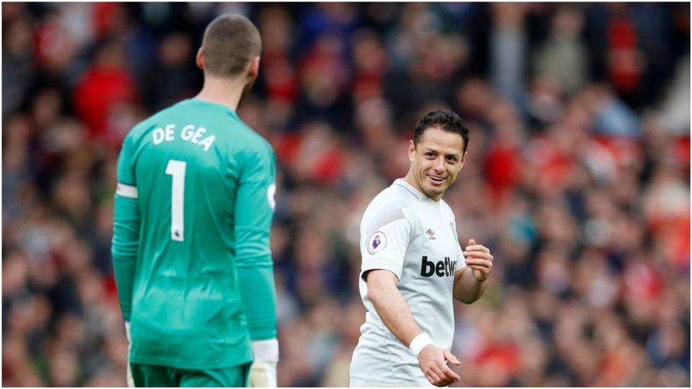 Chicharito con David De Gea, en el Manchester United vs West Ham de la...