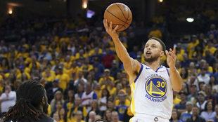 Curry firmó un doble-doble