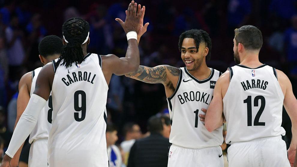 Russell felicita a sus compañeros tras la victoria