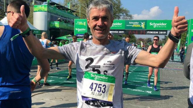 Martín Fiz sonríe tras cruzar la línea de meta del Maratón de...
