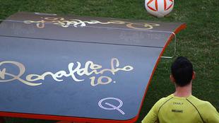 Dorados estrenan las mesas de 'teqball' de Ronaldinho.