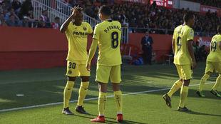 Chukwueze celebra con Fornals su gol ante el Girona.