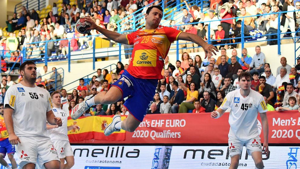 Aitor Ariño lanza en un contraataque