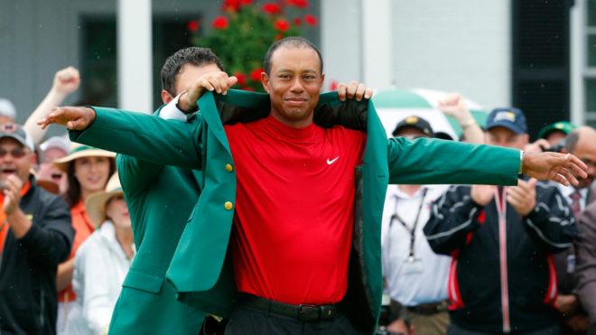 Tiger luce feliz con la chaqueta verde del Masters de Augusta.