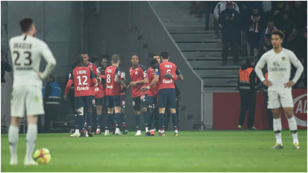 Lille celebrate Pépé's goal with Draxler looking perplexed.
