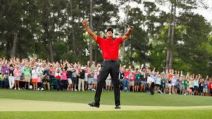 Tiger Woods celebra su victoria en el Masters de Augusta 2019.