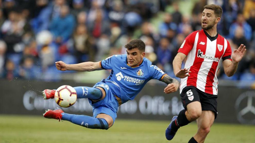 Arambarri, ante Yeray en el Getafe-Athletic.