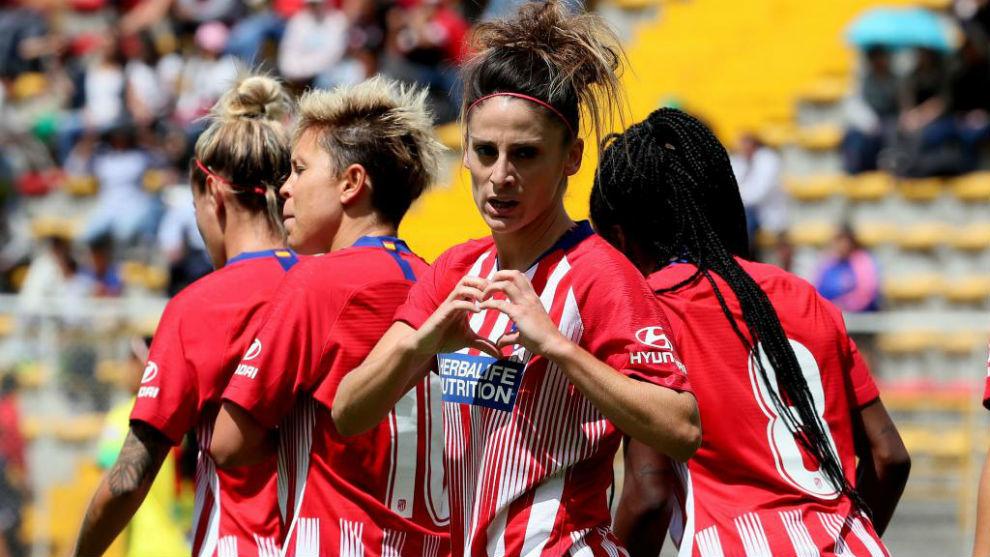 Esther celebra un gol con el Atlético.
