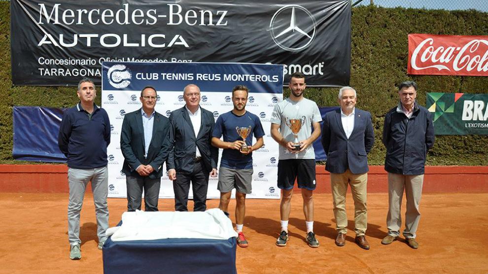 Eduard Esteve recoge el título de vencedor en el torneo de Reus