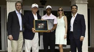 Tiger junto a la familia Trump en Doral, en 2014.