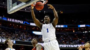 Zion Williamson durante el partido del torneo de la NCAA ante Virginia...