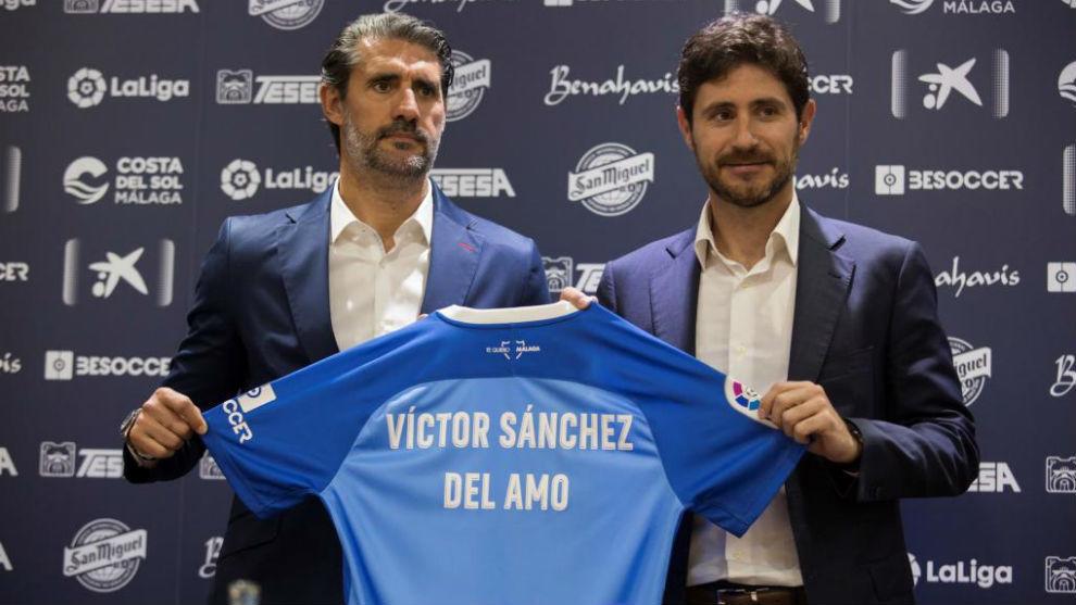 Víctor Sánchez del Amo, junto a Caminero en su presentación.