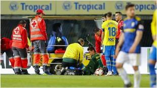 Raúl Fernández, en el momento de ser observado los por médicos de...