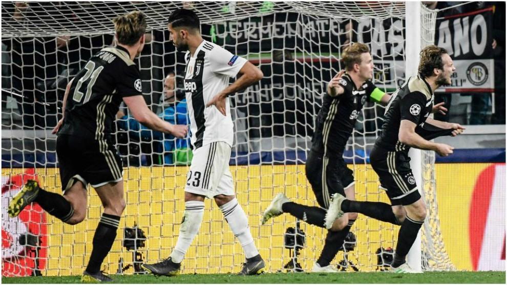 De Ligt Celebrates His Goal Against Juventus