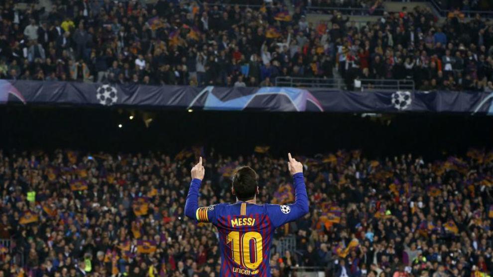 Leo Messi celebra sus goles con el Camp Nou.