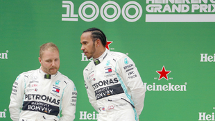 Hamilton y Bottas, en el podio del GP de China.