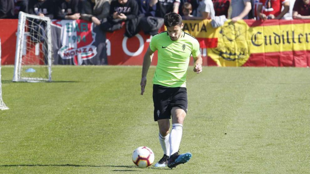 Canella, en nun entrenamiento con el Sporting.