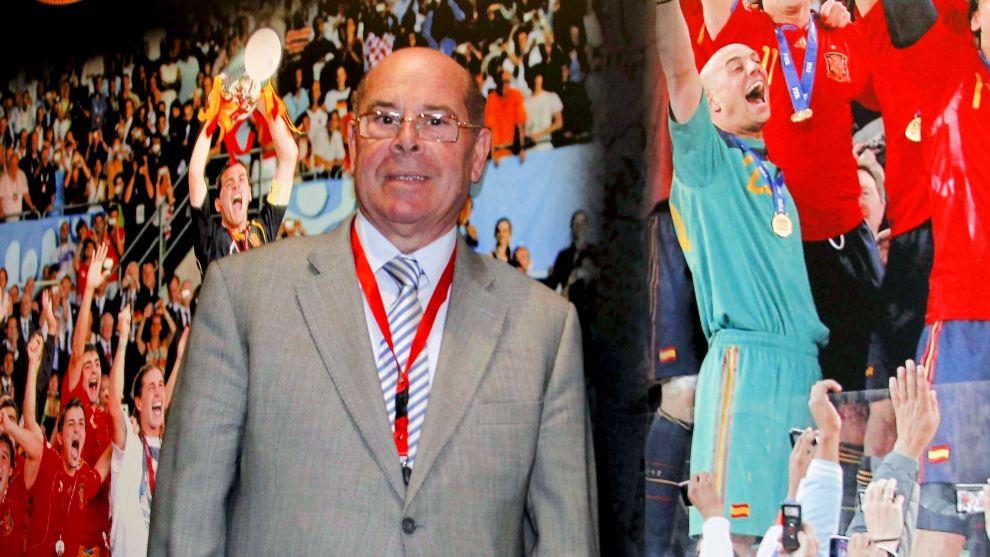 Miguel Reina durante el homenaje a la selección española campeona...