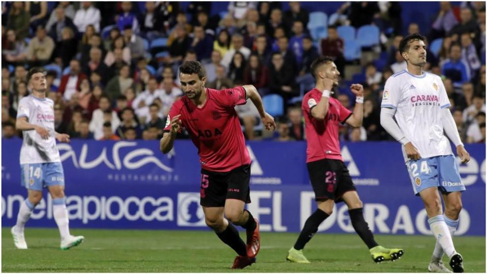 Juan Muñoz celebra su primer gol ante la desesperación de los...