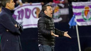 Sergio protesta desde la banda durante el partido ante el Leganés.