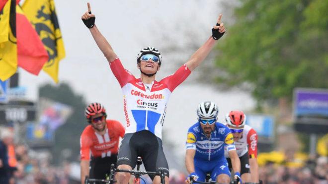 Mathieu Van der Poel celebra su triunfo.
