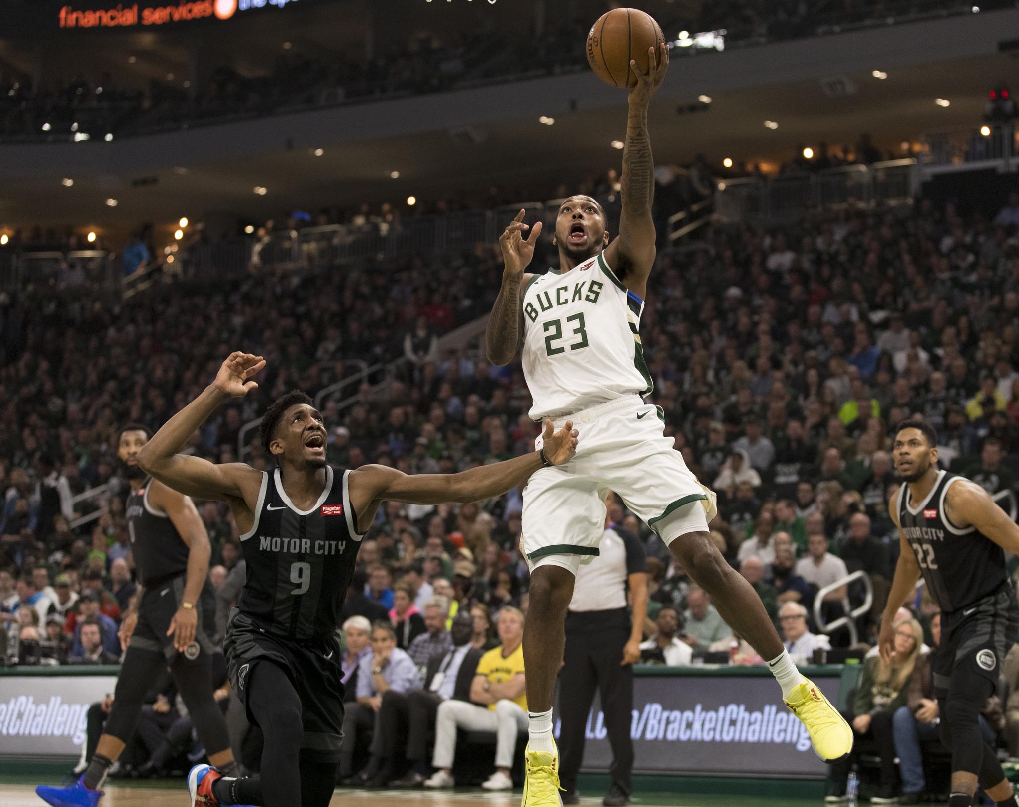 Los Bucks ganan segundo partido ante los Piston