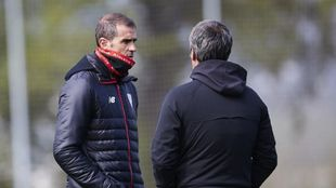 Garitano charla con Ferreira en Lezama.