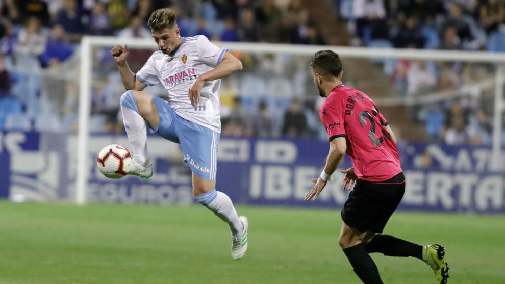 Raúl Guti controla el balón ante el Alcorcón.