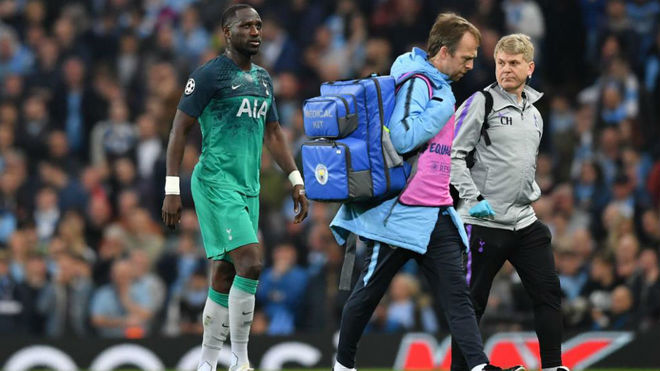 Moussa Sissoko going off with an injury on Wednesday night
