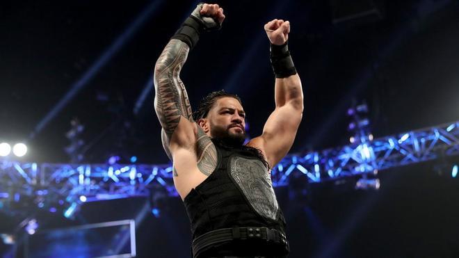Roman Reigns llega a Smackdown Live.