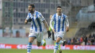 Willian José celebra el gol que le hizo al Athletic en Anoeta.
