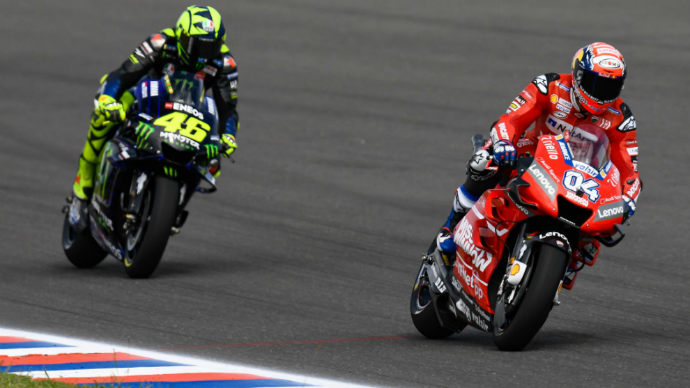 Dovizioso, por delante de Rossi.
