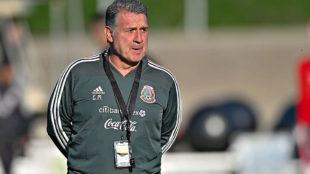 Gerardo Martino durante un entrenamiento de la selección mexicana.