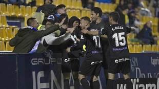 Ontiveros, Blanco Leschuk y Ricca celebran uno de los goles del...