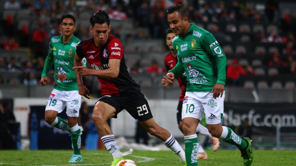 León y Atlas se juegan el orgullo en la cancha del Nou Camp.