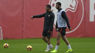 Sarabia y Gonalons, en un entrenamiento.