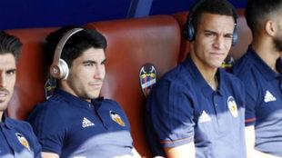 Rodrigo y Soler antes de un partido ante el Levante.