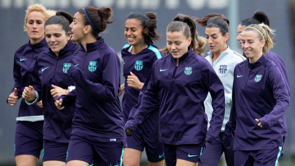 Las jugadoras del Barcelona realizan un entrenamiento en la Ciudad Condal.