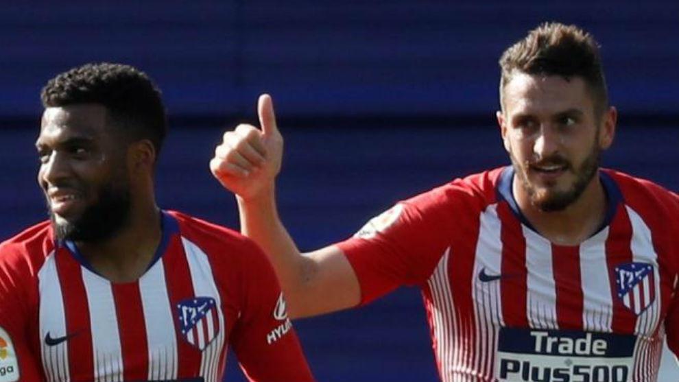 Lemar celebra el gol con su asistente, Koke.