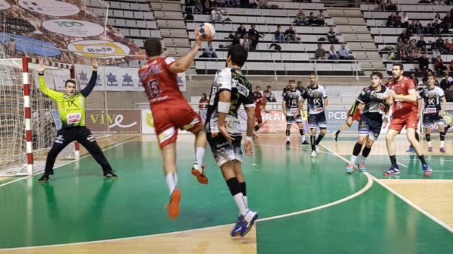 Un momento del partido entre el Huesca y el Puente Genil /