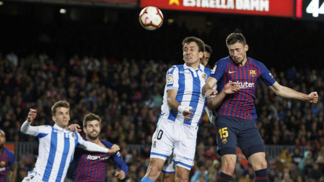 Lenglet heads towards goal.