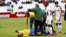 Cala, atendido por Dani Castellano y los médicos, tras caer lesionado...