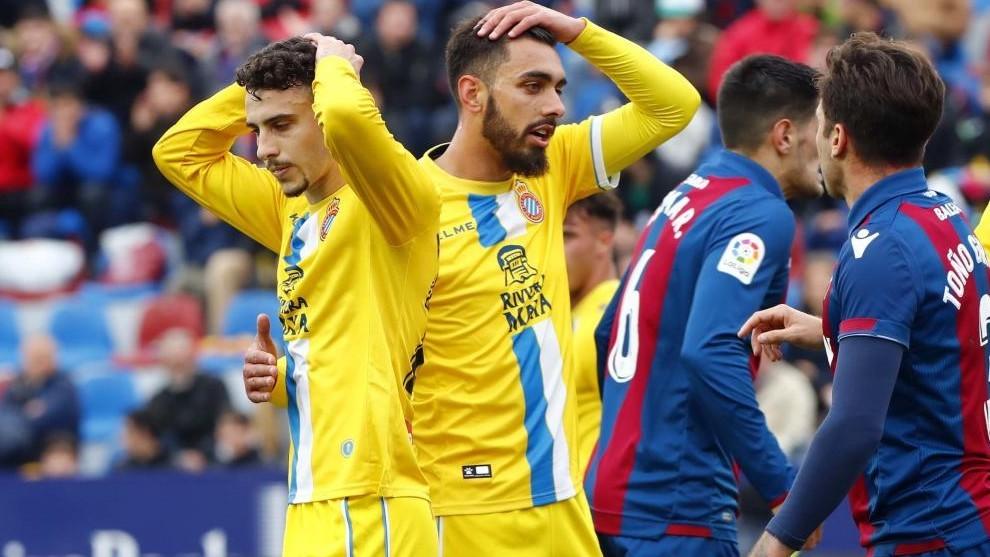 Hermos y Borja se lamentan, durante el encuentro contra el Levante.