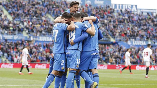 Los jugadores del Getafe celebran uno de sus goles contra el Sevilla.