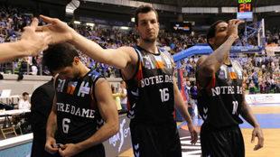 Los jugadores del Burgos lucieron una camiseta especial ante el...